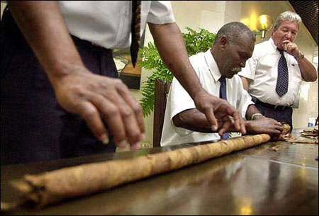 Cuban cigar roller going for a new Guinness world record