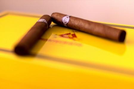 Lighting a Cigar with Jacques Puisais method